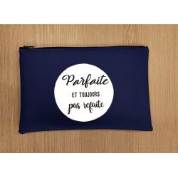 """Pochette Simili """"Parfaite et toujours pas refaite"""""""