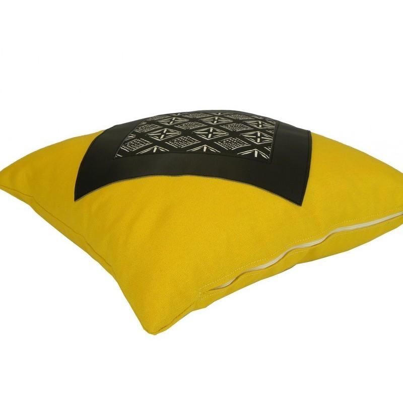 coussin carr jaune et noir fabriqu en france. Black Bedroom Furniture Sets. Home Design Ideas